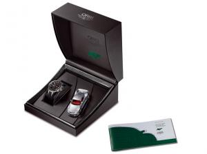 With a scale model of the RUF CTR3 in the presentation box set © Oris