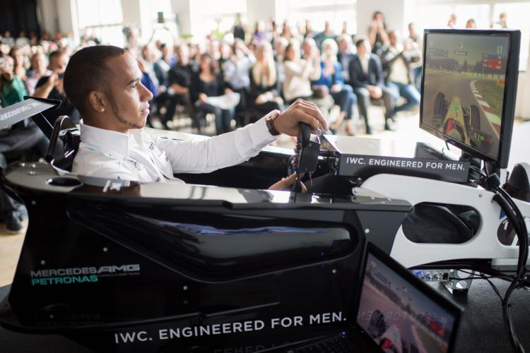 Hamilton showing off his skill on a F1 simulator