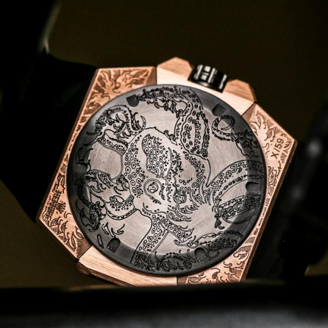 The back of the Linde Werdelin Oktopus Moon Tattoo