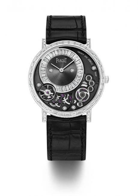 The jewellery version of the Altiplano 38 mm 900P totalling 4.71 carats sets a new record for slenderness, since it is the world's thinnest Haute Joaillerie watch at just 5.65 mm thick.