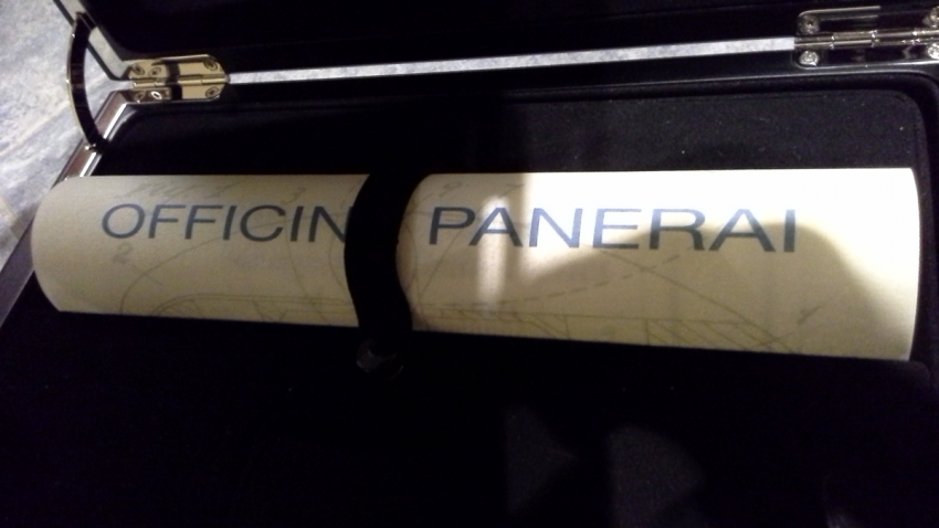 An inside peak into a Panerai Luminor box