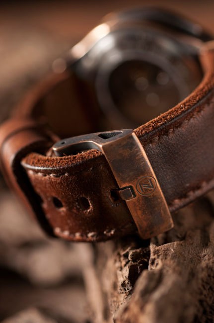 A closer look at the Zelos Helmsman bronze buckle.