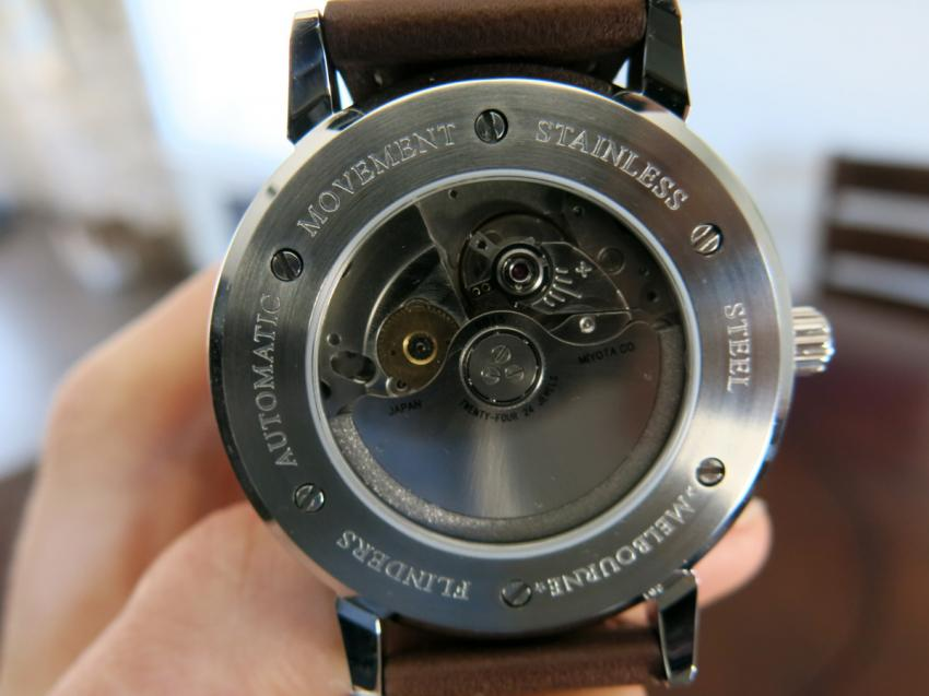 The Flinders is powered by a Miyota 9015 Automatic, that can be observed trough the sapphire crystal transparent case back