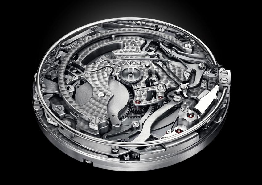 The Christopher Claret Poker is powered by the PCK05 movement, built from 655 components and featuring two mainspring barrels that provide approximately 72 hours of power.