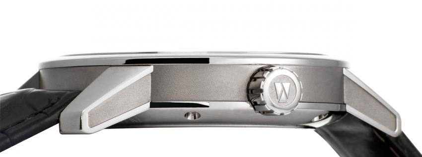 The case of Zeitwinkel 181° is crafted from the highly resistant 1.4435 steel.