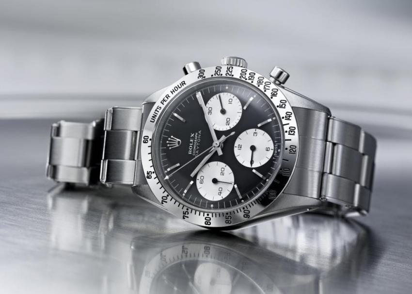 Ever since 1963, when Rolex introduced the Cosmograph Daytona, it stands out as the ultimate chronograph. By moving the tachymeter scale on the bezel, Rolex gave more space for the chronograph counters on the dial.