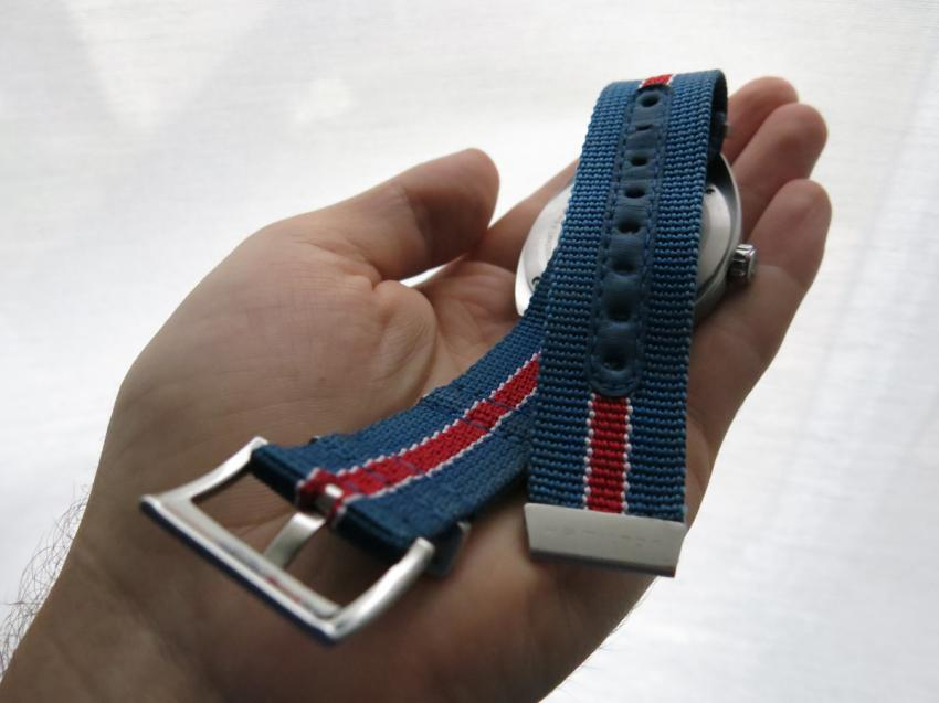The holes on the NATO strap are reinforced by a stripe of blue leather, making the strap more durable.