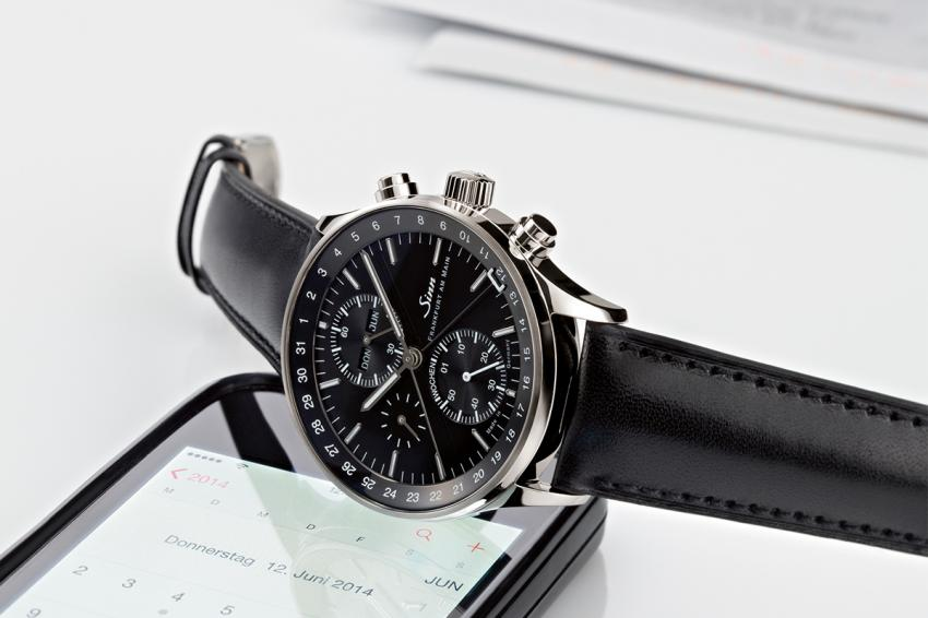 One of the 2014 novelties by Sinn is the 6052 The Frankfurt Financial District chronograph with calendar week display.