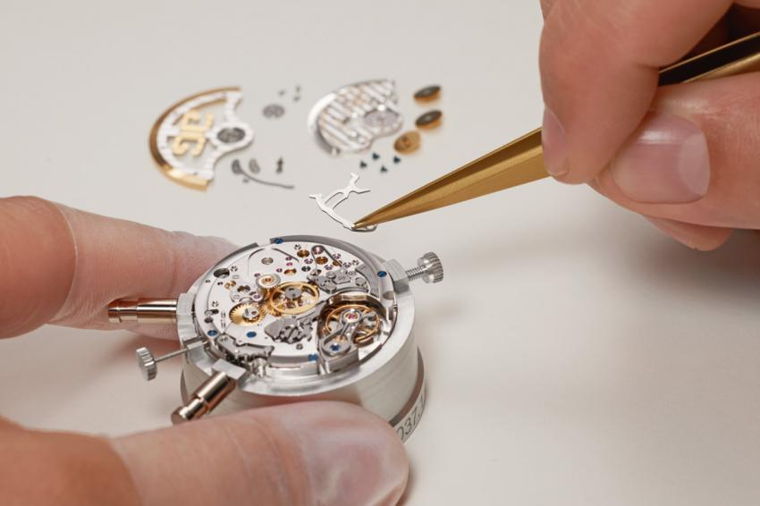 Watchmaker placing the return-to-zero lever on the Glashütte Original Calibre 37