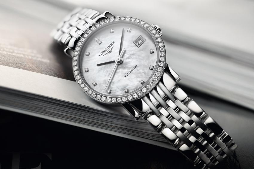 With a diameter of 25.50 mm, the Longines Elegant Collection is set with 52 diamonds.