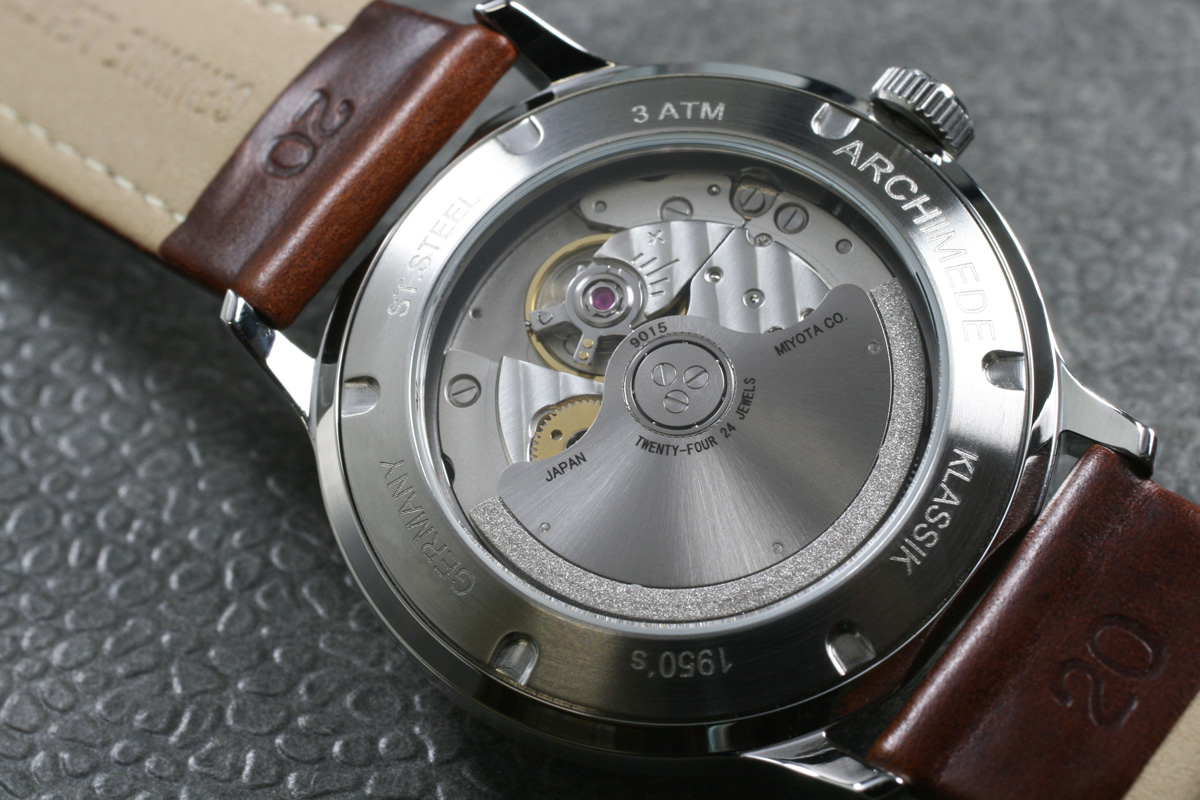 The Citizen 9015 seen trough the screw down case back with mineral crystal.
