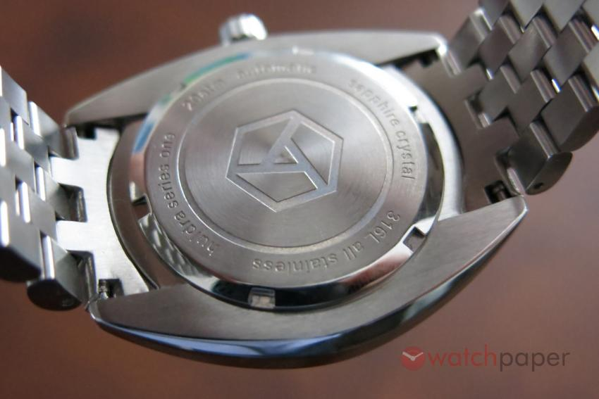 The AEVIG logo engraved on the stainless steel back of the Huldra.