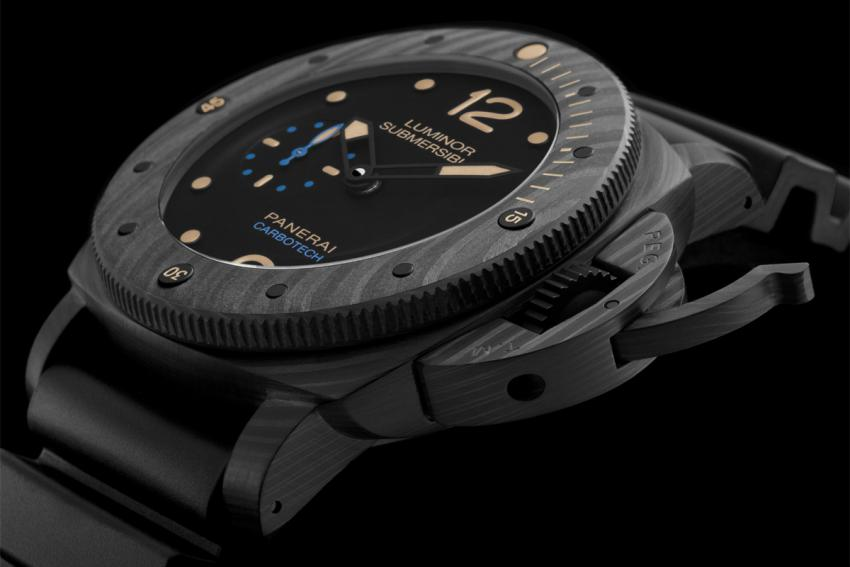 One of the highlights on the 2015 SIHH is the Luminor Submersible 1950 Carbotech (PAM00616)