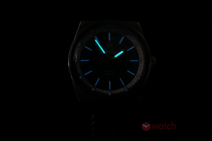 AEVIG Valkyr in the dark.