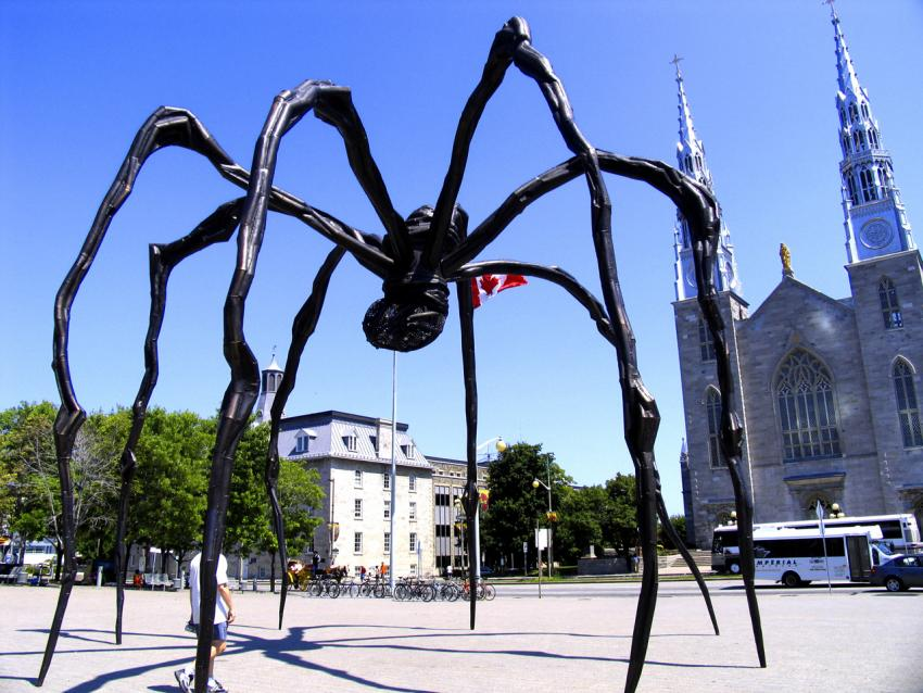 Louise Bourgeois, Maman, in Ottawa, near the National Gallery of Canada