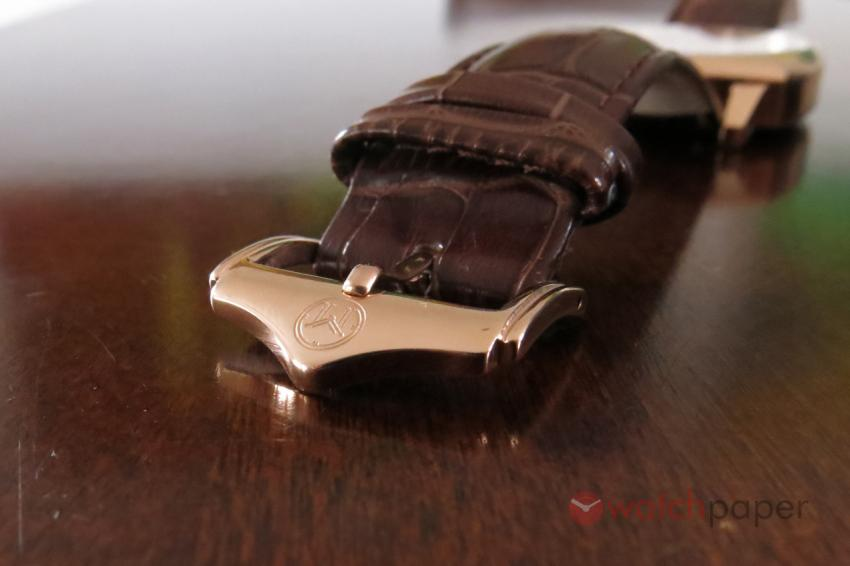 The Carlton is equipped with the typical Melbourne Watch Co custom buckle.