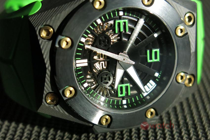 Another look at the Linde Werdelin Double Date Carbon - Green dial
