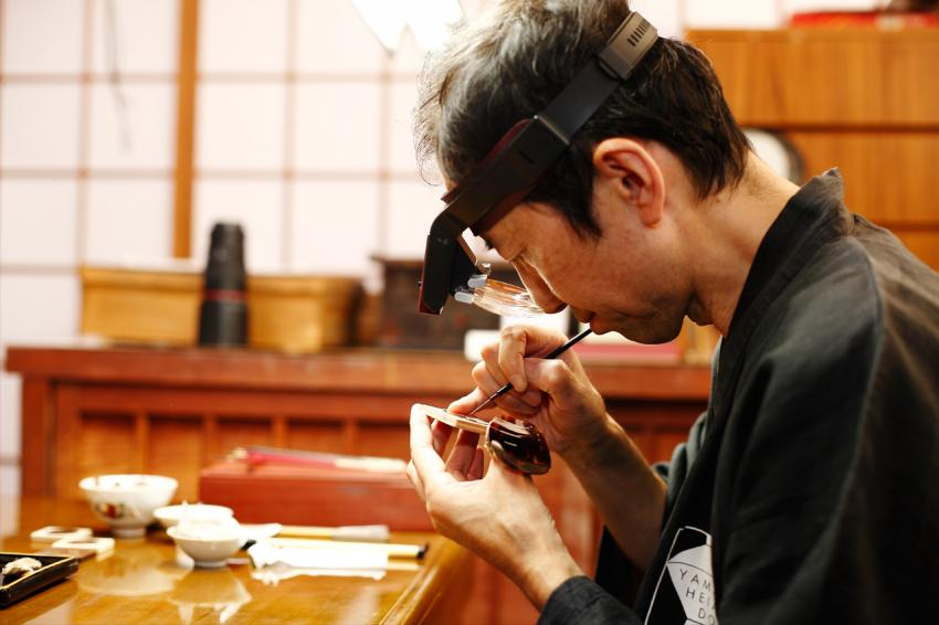"Master Minori Koizumi working on the L.U.C XP Urushi ""Year of the monkey"" dial"