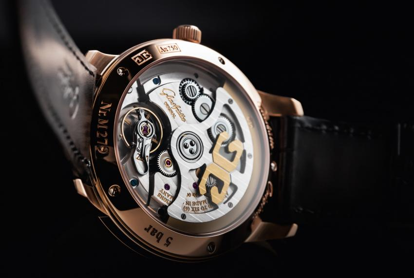 The sapphire crystal back of the Senator Excellence revealing the carefully decorated Calibre 36.